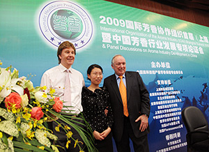 East meets the West at the International Organization Of The Aroma Industry 2009